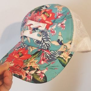 BILLABONG hat.